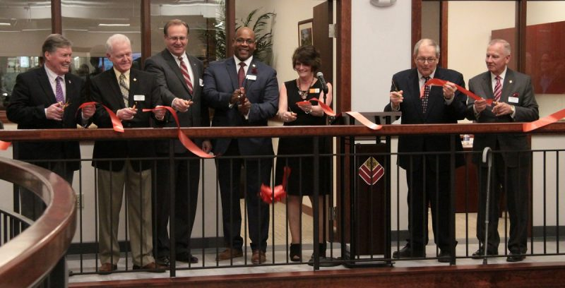 lyons-national-bank-ribbon-cutting
